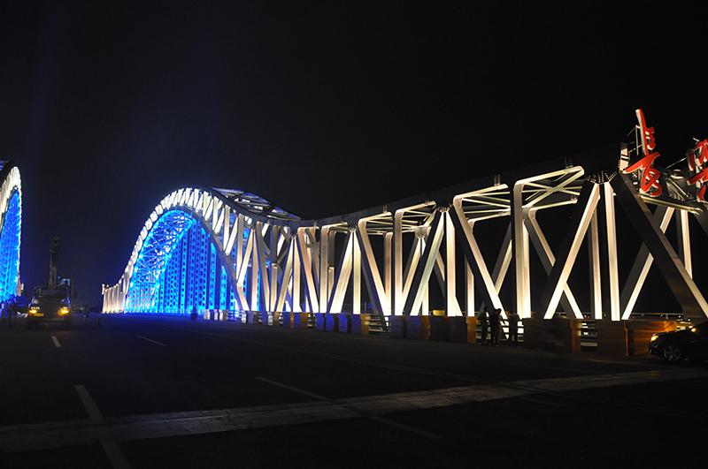 Lineart Lighting linear light for bridge